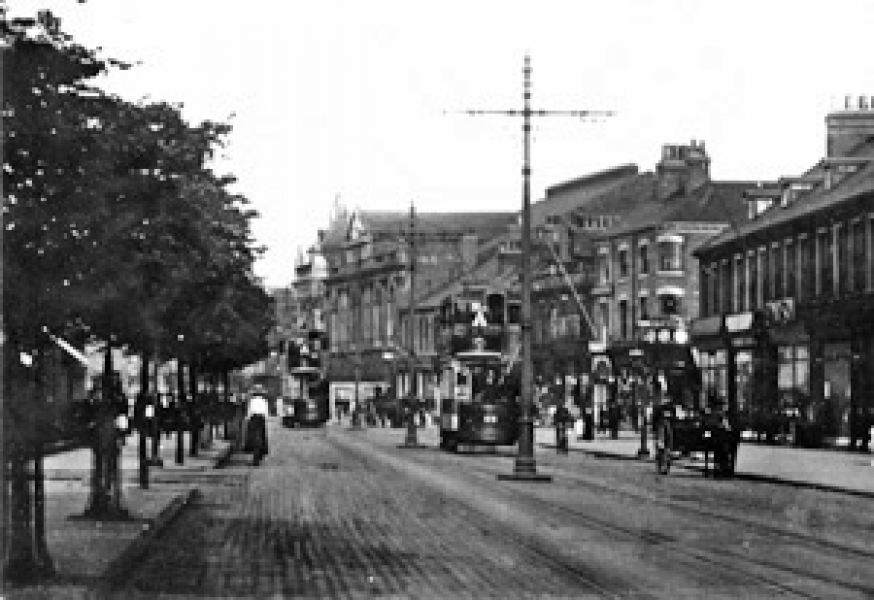 Anlaby Road with The Palace in the background.