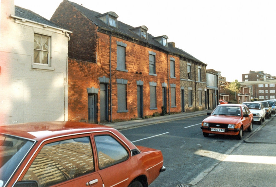 Pease Street, the last houses, 1991, courtesy of Hull History Services.
