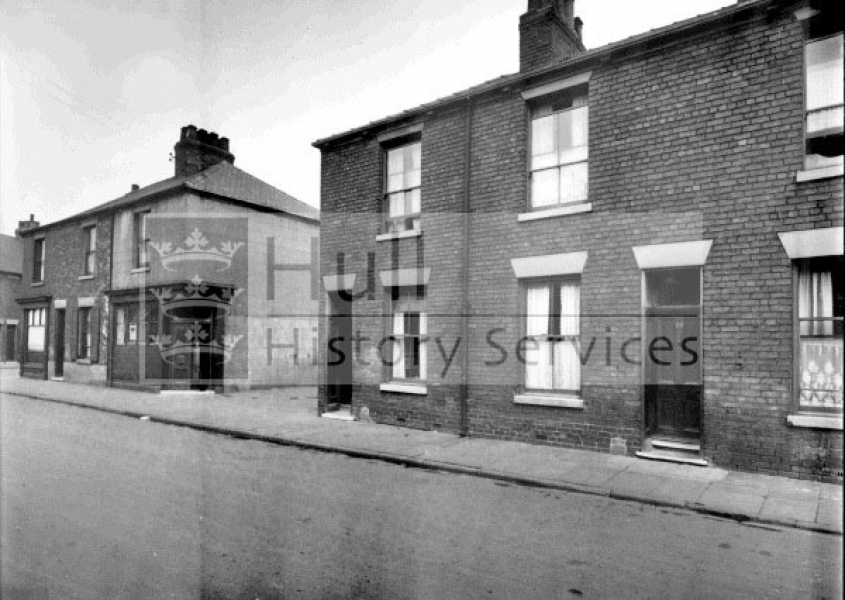 Pease Street, near St Lukes Street, 1920s, courtesy of Hull History Services.