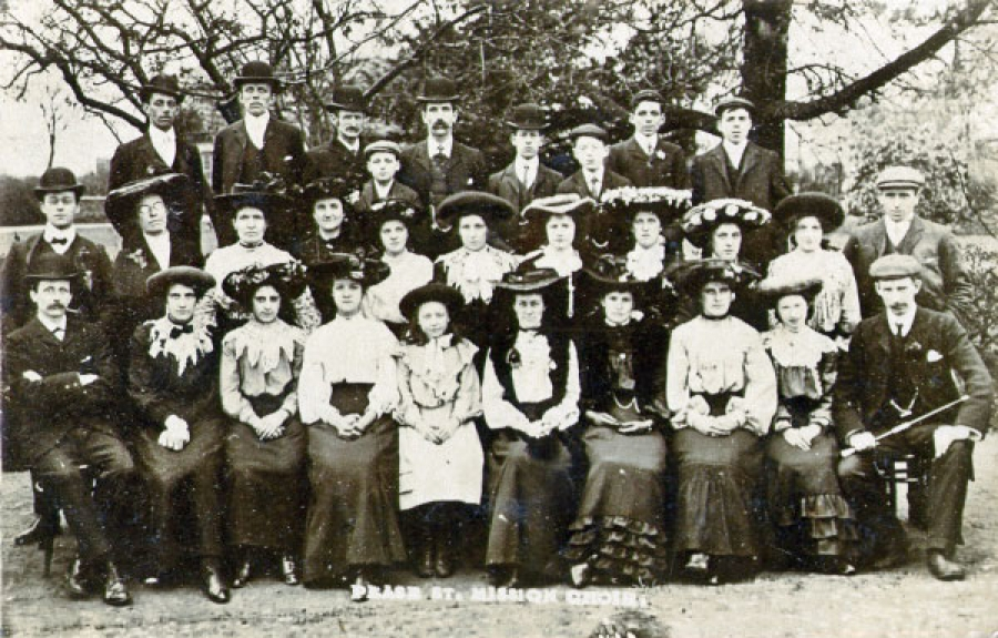Pease Street Mission Choir, c1910, courtesy of Hull History Services.