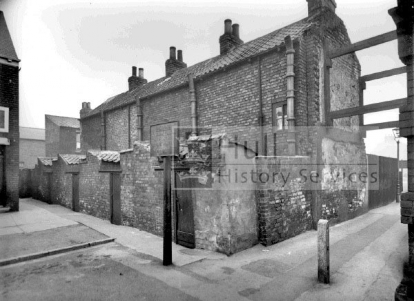 Linnaeus Street, access to Vaux Terrace, courtesy of Hull History Services.