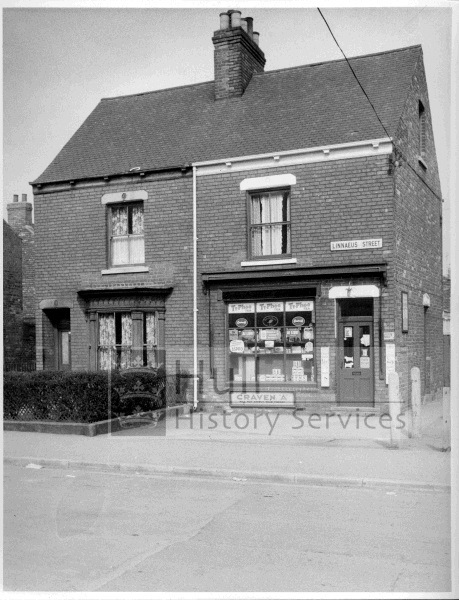 Linnaeus Street, 129-131, 1962, courtesy of Hull History Services.